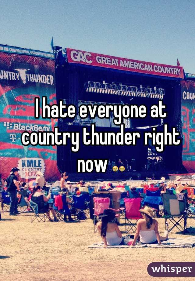 I hate everyone at country thunder right now 😭😭