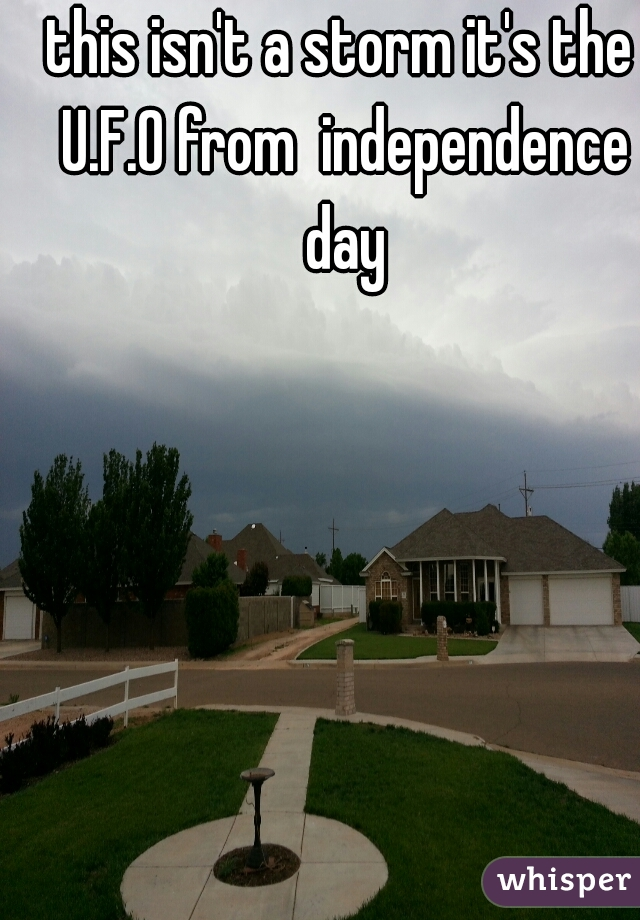 this isn't a storm it's the U.F.O from  independence day