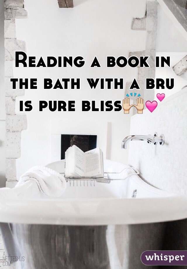 Reading a book in the bath with a bru is pure bliss🙌💕