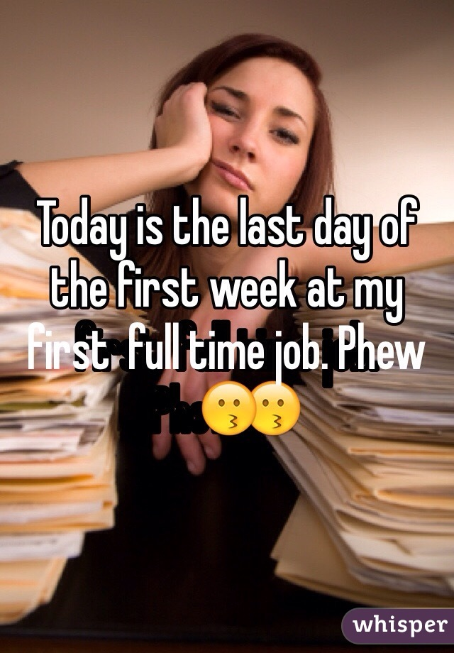 Today is the last day of the first week at my first  full time job. Phew😗