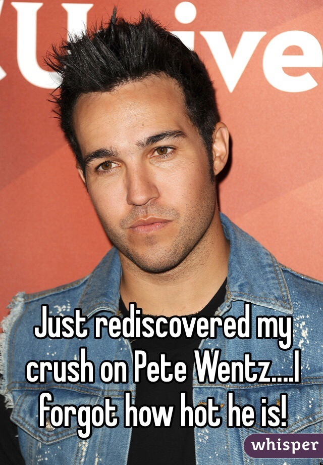 Just rediscovered my crush on Pete Wentz....I forgot how hot he is!
