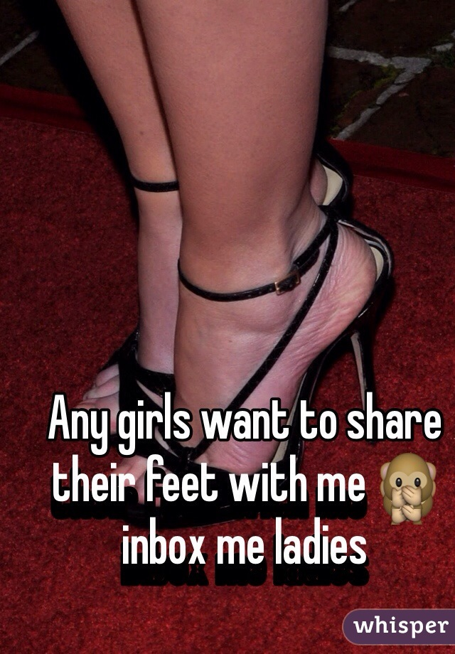 Any girls want to share their feet with me 🙊 inbox me ladies