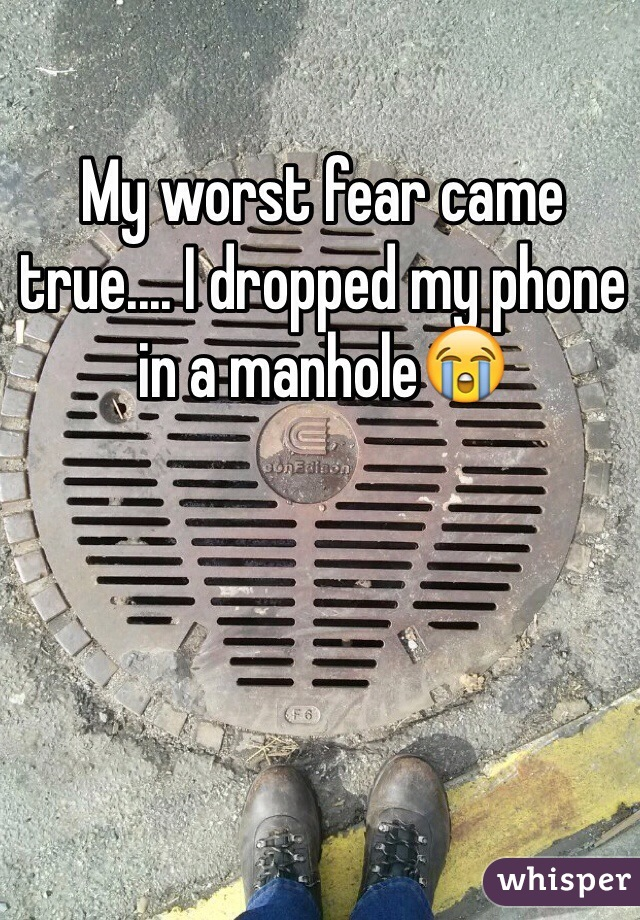 My worst fear came true.... I dropped my phone in a manhole😭