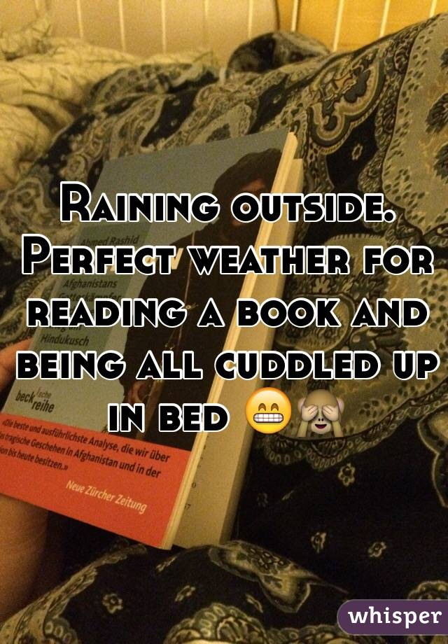 Raining outside. Perfect weather for reading a book and being all cuddled up in bed 😁🙈