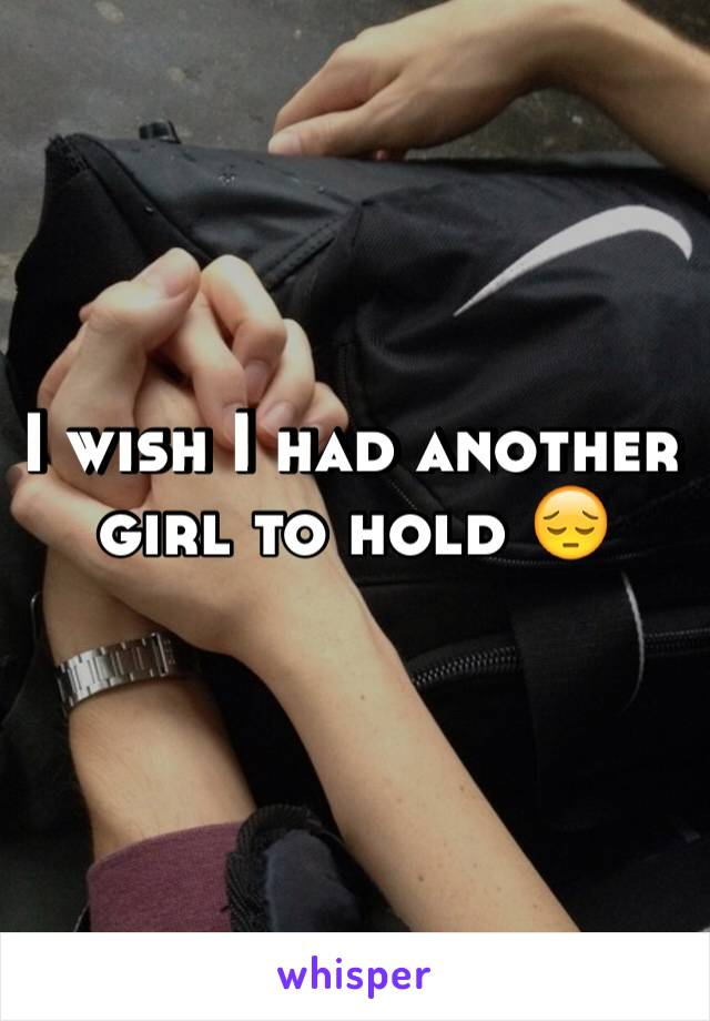 I wish I had another girl to hold 😔