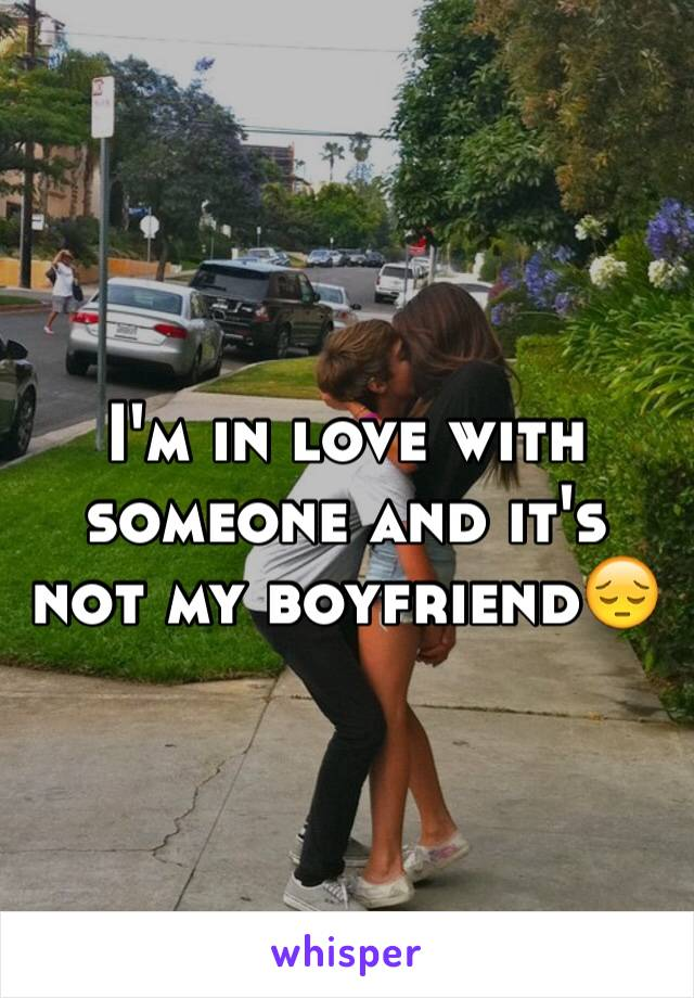 I'm in love with someone and it's not my boyfriend😔