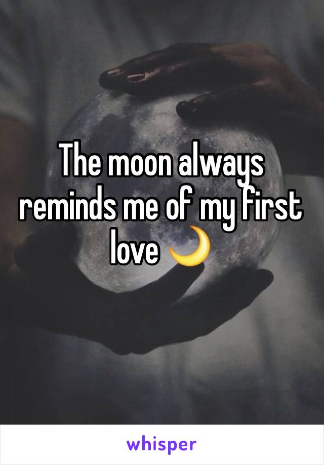 The moon always reminds me of my first love 🌙