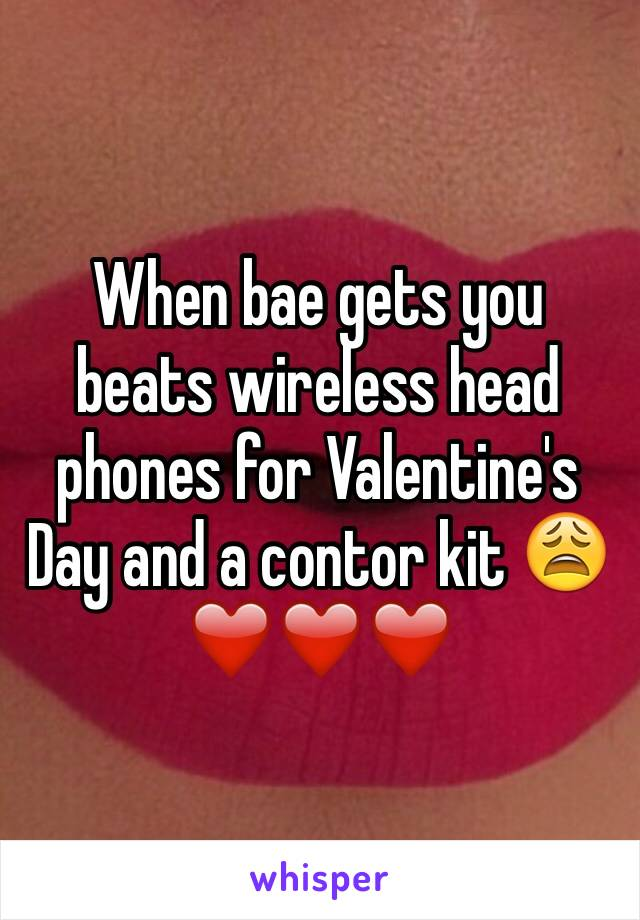 When bae gets you beats wireless head phones for Valentine's Day and a contor kit 😩❤️❤️❤️