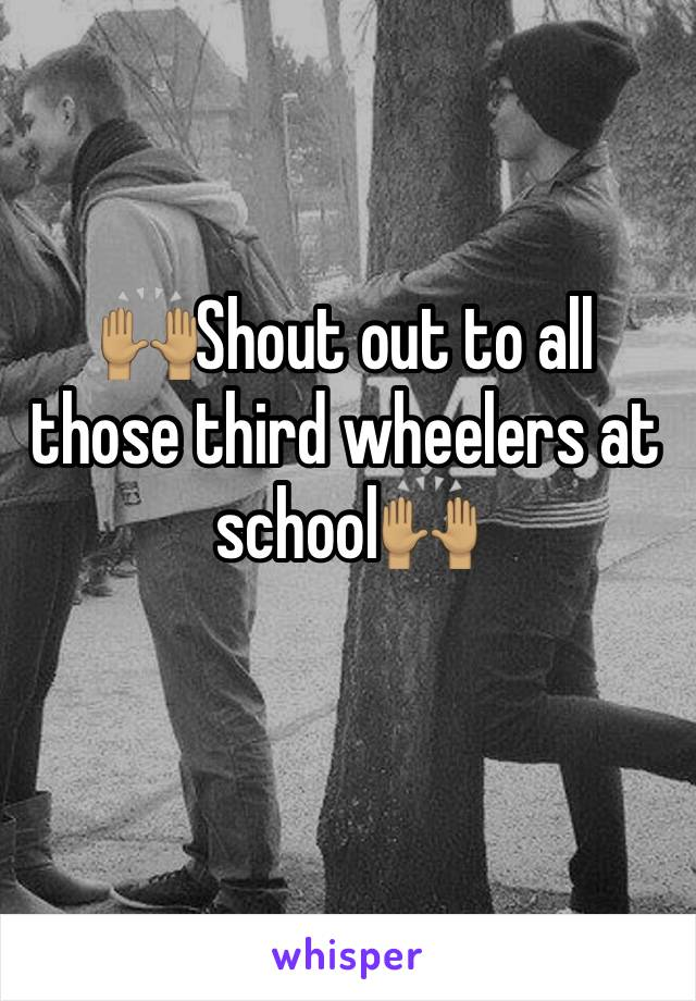 🙌🏽Shout out to all those third wheelers at school🙌🏽