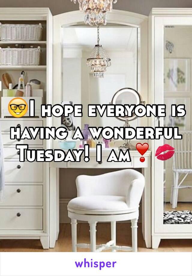🤓I hope everyone is having a wonderful Tuesday! I am❣💋
