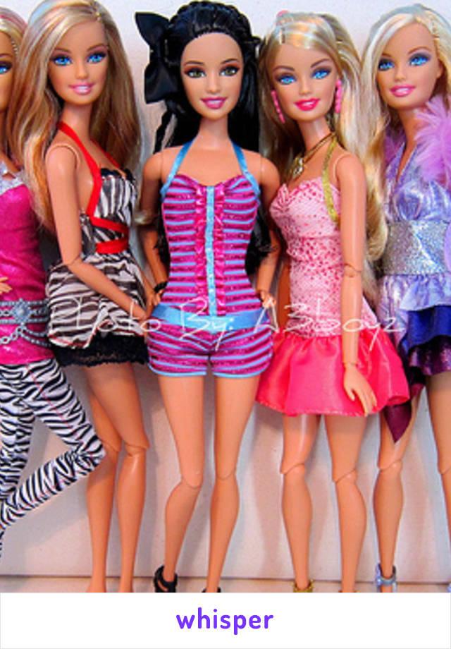 -Mamá, ¿me compras una muñeca de trapo? -Así me gusta, que mi hijita sea humilde -Humilde! ÓSEA JELOU! Necesito que mi Barbie tenga sirvienta!