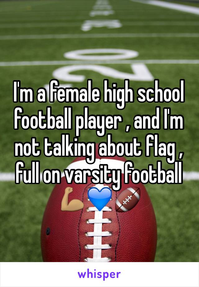 I'm a female high school football player , and I'm not talking about flag , full on varsity football 💪🏽💙🏈