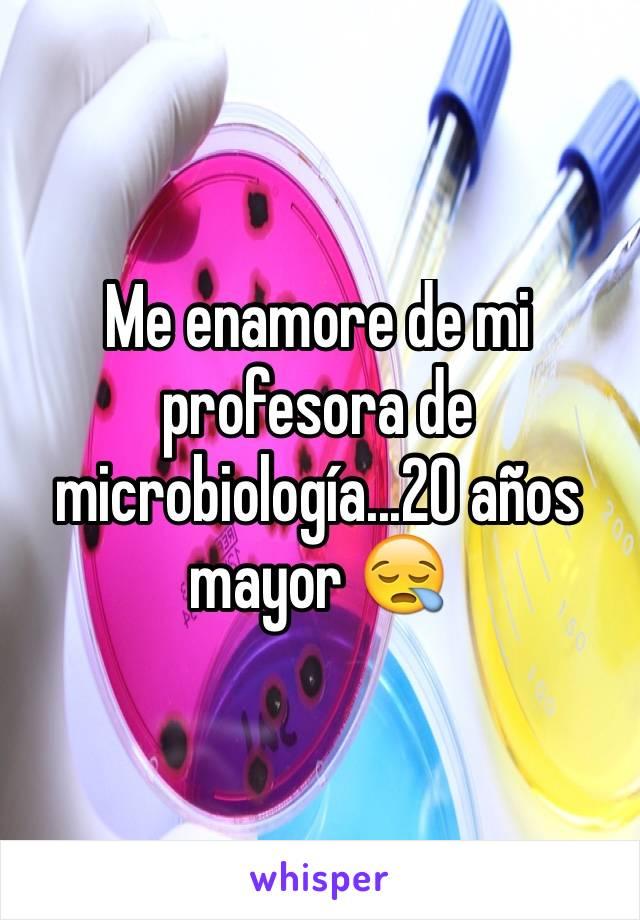 Me enamore de mi profesora de microbiología...20 años mayor 😪