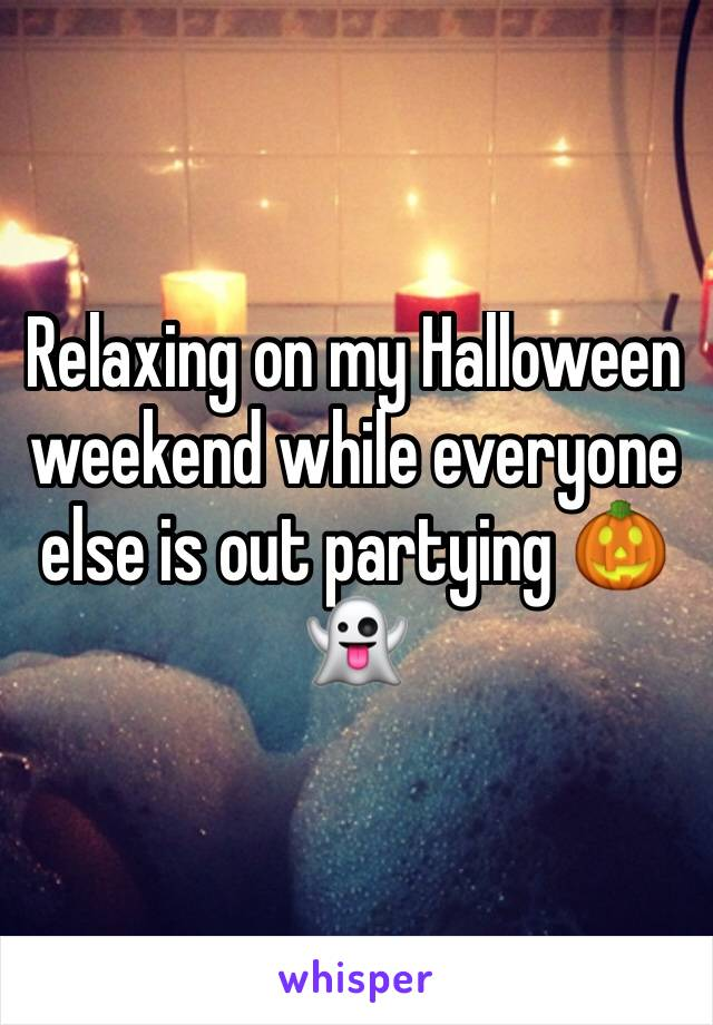 Relaxing on my Halloween weekend while everyone else is out partying 🎃👻