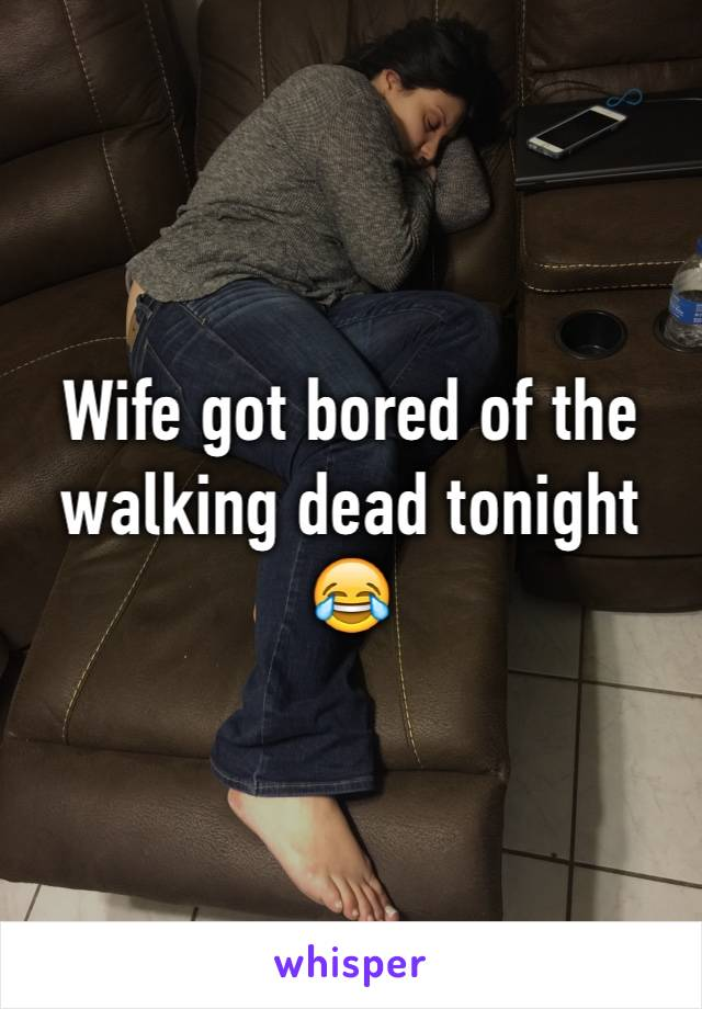 Wife got bored of the walking dead tonight 😂