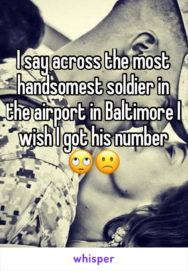 I say across the most handsomest soldier in the airport in Baltimore I wish I got his number 🙄🙁