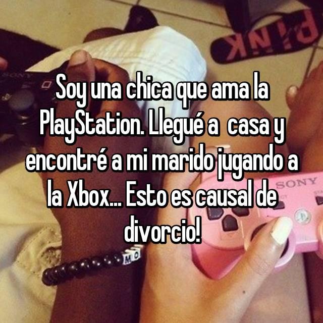 Soy una chica que ama la PlayStation. Llegué a  casa y encontré a mi marido jugando a la Xbox... Esto es causal de divorcio!