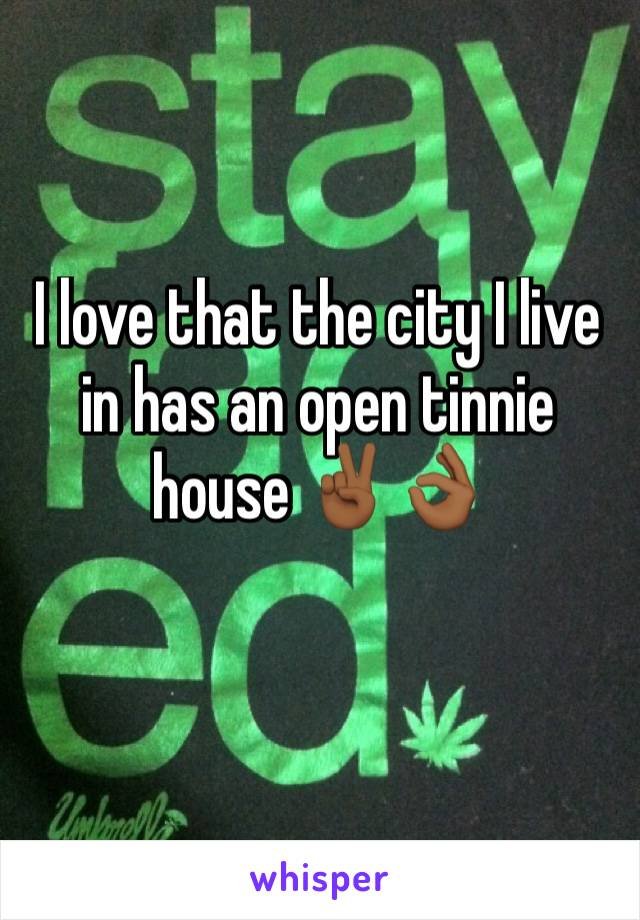 I love that the city I live in has an open tinnie house ✌🏾👌🏾