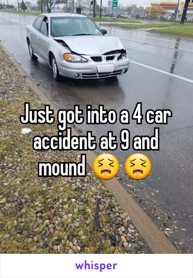 Just got into a 4 car accident at 9 and mound 😣😣
