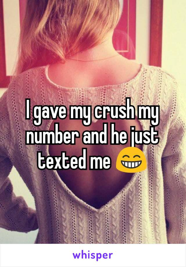 I gave my crush my number and he just texted me 😁
