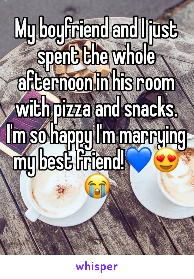 My boyfriend and I just spent the whole afternoon in his room with pizza and snacks. I'm so happy I'm marrying my best friend!💙😍😭
