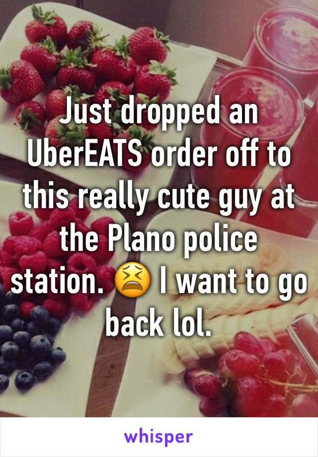 Just dropped an UberEATS order off to this really cute guy at the Plano police station. 😫 I want to go back lol.