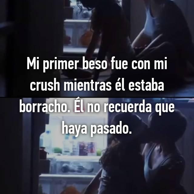 Mi primer beso fue con mi crush mientras él estaba borracho. Él no recuerda que haya pasado.
