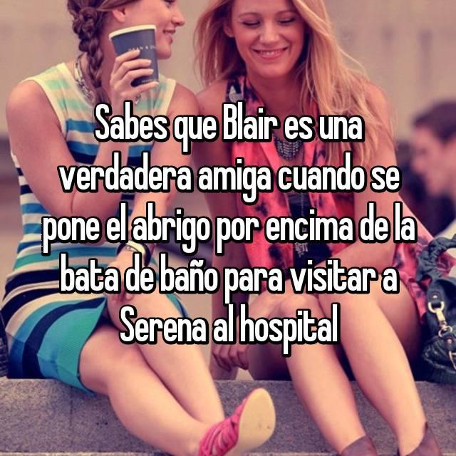 Sabes que Blair es una verdadera amiga cuando se pone el abrigo por encima de la bata de baño para visitar a Serena al hospital